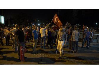 'Ay Yıldızlı Bayrağı Görmelerine Rağmen Ateş Ettiler'