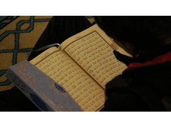 Fransa'da 'Kur'an-ı Kerim Ayetleri' Tartışması Sert Eleştiriliyor
