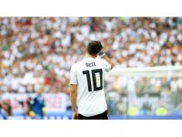 Kick İt Out'tan Mesut Özil'e Destek