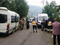 Trabzon, Akçaabat'ta Turistleri Taşıyan Minibüs Duvara Çarptı: 17 Yaralı