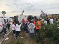 Manisa Akhisar'da can pazarı : Yolcu otobüsü devrildi