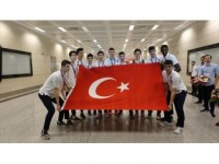 Avrupa Üçüncüsü Genç Basketbolcular Çiçeklerle Karşılandı