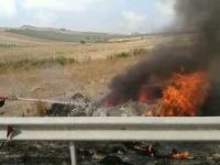 Adana'da Otoyolda Kaza Yapan Araç Alev Alev Yandı