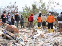 Endonezya'da Meydana Gelen Depremde Binlerce Kişi Enkaz Altında