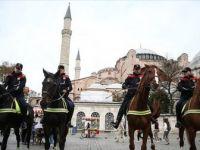 'Atlı Birlikler' Sultanahmet Meydanı'nda Devriyeye Başladı