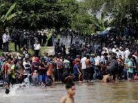 Çetelerin Tehditlerinden Kaçıp Göçmen Kervanına Katılan Quintanilla Yaşadıklarına AA'ya Anlattı