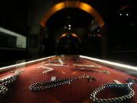 'Dua Taneleri' Adlı 15 Bin Dolarlık Tespih Serginin Gözdesi Oldu