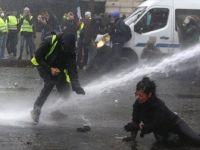 Fransa'da Akaryakıt Zamları Askıya Alındı