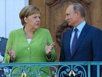 Putin İle Merkel Telefonda Görüştü