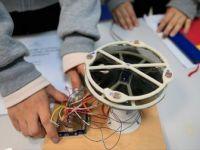 Lise Öğrencileri, Güneş Işığını Takip Eden 'Akıllı Şemsiye' Geliştirdiler