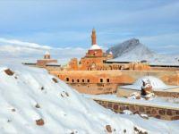 İshak Paşa Sarayı Görenleri Kendine Hayran Bırakıyor