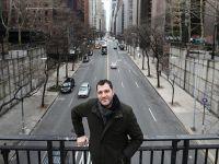 Mustafa Kaymak New York'ta Göçmen Olmanın Zorluğunu 12,5 Dakikaya Sığdırdı