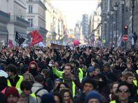 Fransa'da Sendika Ve Sarı Yeleklilerden yeni Gösteri