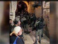 İsrail Güçleri Mescid-i Aksa'da Cemaate Saldırdı