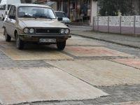 Üzerinden Araçların ve Vatandaşların Geçtiği Halıların Değeri Artıyor