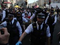 Londra'daki Çevreci İşgal Eyleminde Gözaltı Sayısı 682 Oldu