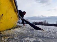Çıldır'daki Balıkçılar Av İçin Buzların Erimesini Bekliyor