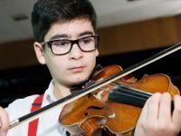 Mozart Ödüllü Ali İnsan Kemanını Elinden Bırakmıyor