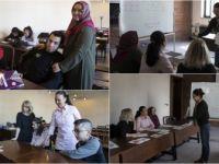 'Engel' Tanımayan Anneler Evlatlarıyla Okul Sıralarında