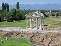 Afrodisyas Antik Kenti'nin 'İstiklal Caddesi' Gün Yüzüne Çıkarılıyor