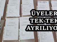 AKP'den peş peşe istifa ettiler