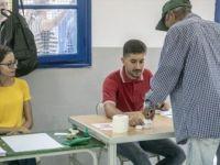 Tunus'ta İkinci Tur 'Anayasa Profesörü ve Tutuklu Medya Patronunun'