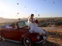 Kapadokya'da Klasik Otomobil Turlarına Turistler İlgi Gösteriyor