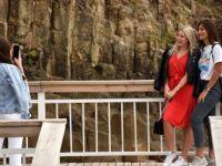 80 Milyon Yıllık Lav Sütunlarına Turist İlgisi