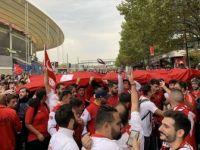 Fransa'da Maç Öncesinde Türkiye Tezahüratları