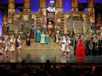 Aida, Radames'e Aşkını Binlerce Kişinin Önünde Haykıracak
