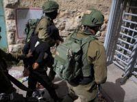 İsrail Askerleri Batı Şeria'da 8 Filistinliyi Gözaltına Aldı