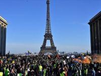 Fransa'da Sarı Yeleklilerin Gösterileri En Uzun Süren Protesto Oldu