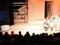 Antalya'da Tiyatro Oyunu Yabancılar İçin İngilizce Alt Yazılı Sahnelendi