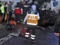 Afyonkarahisar-Konya Kara Yolunda Otobüsüle Tır Çarpıştı: 2 Ölü, 20 Yaralı