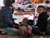 Arnavutluk'ta Evleri Hasar Gören Depremzedeler Kosova'ya Getirildi