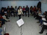 Sema Öğretmen Yöre Halkını Müzikle Buluşturuyor