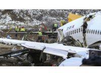 Pistten Çıkan Uçağın Enkazını Kaldırma Çalışmaları Sürüyor