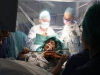 İngiltere'de Bir Müzisyen Beyin Ameliyatı Sırasında Keman Çaldı