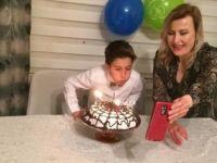Sağlık Çalışanı Çiftten Çocuklarının Doğum Günü İçin Görüntülü Kutlama