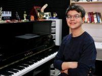 13 Yaşındaki Piyanist Mert Hakan Şeker 4 Kıtada Konser Verdi