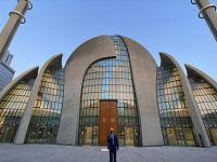 Almanya'nın Köln Kentinde bir ilk oldu! Hoparlörden Akşam Ezanı okutuldu