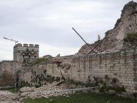 İstanbul'daki Tarihi Surlarda korkutan gelişme - Çökme oluştu