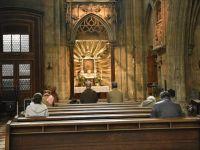 Almanya'nın Frankurt kentinde kilisede yapılan ayin onlarca kişiye korona bulaştırdı