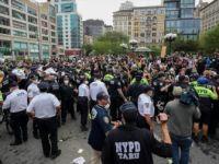 George Floyd'un Ölümü New York'ta Protesto Edildi