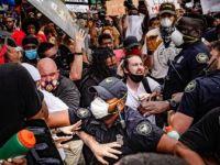 Protestolarının Sürdüğü ABD'de Siyahi Öğrencilere 'Aşırı Güç' Kullanan Polisler Kovuldu