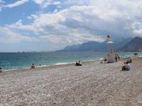 Antalya Sahillerinde 'Sosyal Mesafeli' Deniz Keyfi