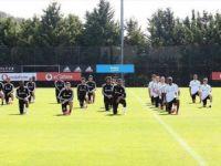 Beşiktaşlı Futbolcular Polis Şiddeti Sonucu Hayatını Kaybeden Floyd'u Andı