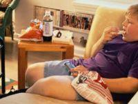 Televizyonun karşısında yemek yedirmeyin!