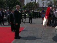 Erdoğan, Kahramanlar Anıtı'na çelenk bıraktı