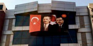 FETÖ gitti Atatürk ve Erdoğan fotoğrafları asıldı